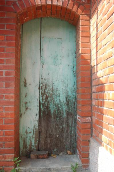 0125 033-斑駁的舊木門.jpg