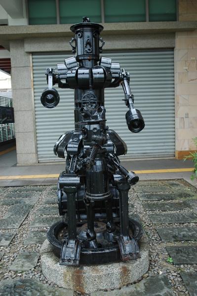0227 942-車站內機器人.jpg