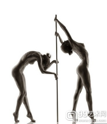 Andre Brito 作品:緊繃的運動裸體大片.jpg