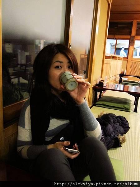外頭低於10度 喝杯熱茶暖暖