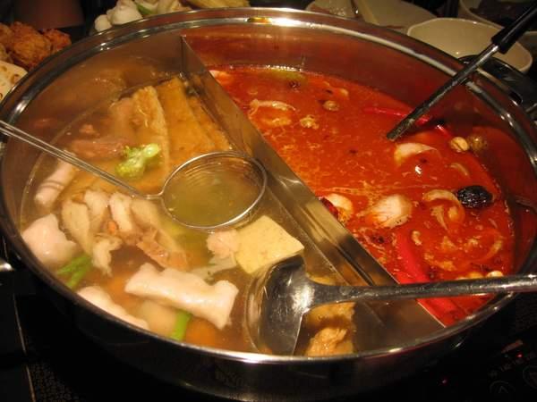 干貝昆布鍋和蒙古麻辣鍋