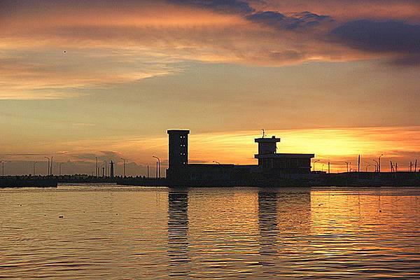 蚵仔寮漁港夕陽