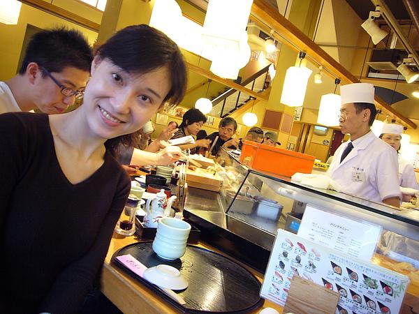 店內有好多個壽司師傅,每人負責一小區塊的客人