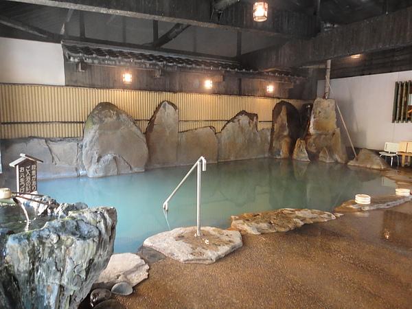 造型獨特的室內大浴場,這是我在黑川泡過最漂亮的內湯