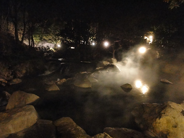 幽谷の湯旁的溪谷及大瀑布,可惜天太黑,照不出瀑布的樣子