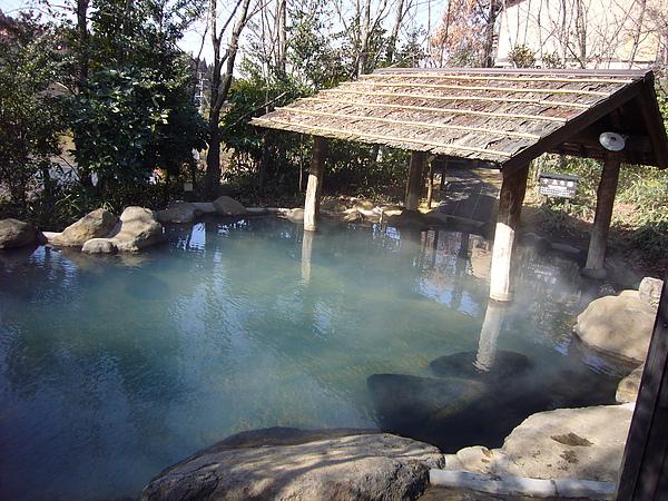 獨特茅草屋頂的「森の湯」