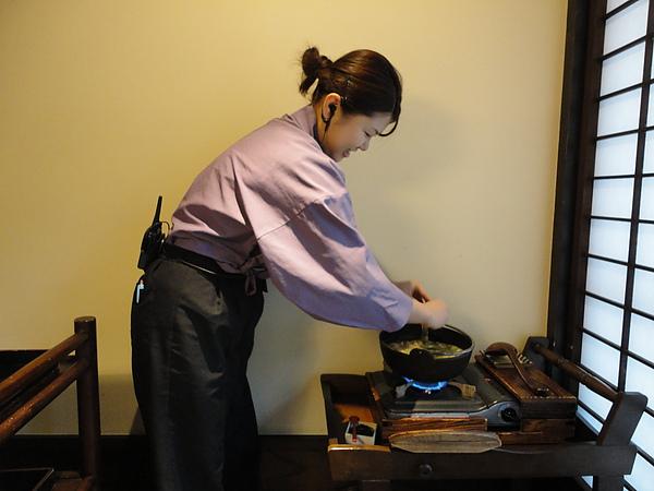 我們看到淵上麻理小姐一直在忙那一鍋就很挫,該不會又來個美人鍋吧