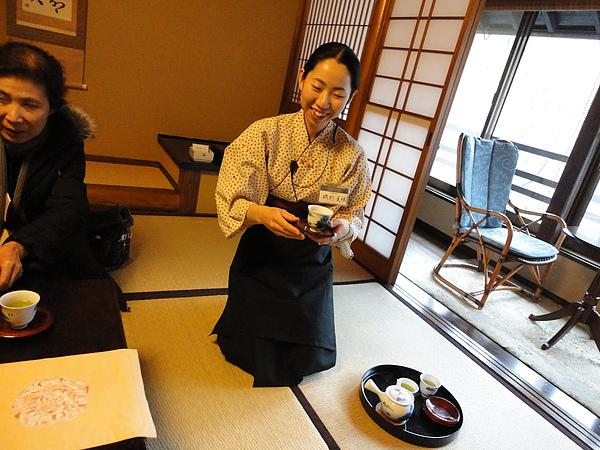 負責作旅館解說的磯野美咲小姐