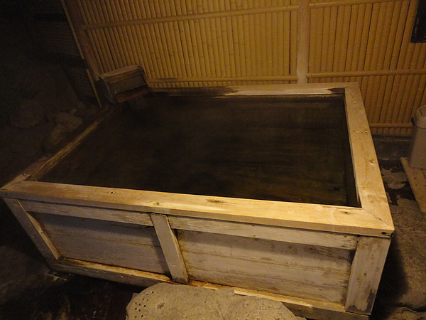「輪の湯」內除了岩風呂還有這個檜木風呂