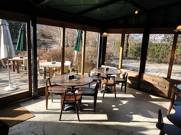 由於擁有金麟湖絕美景觀,Cafe La Ruche常常是一位難求,為了怕沒位子,我們在還沒營業前就已等候在外