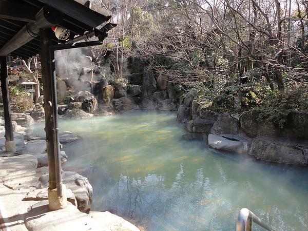黑川莊的招牌浴池「びょうぶ岩露天風呂」