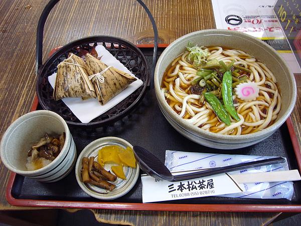 離開菖蒲ヶ濱後我們前往戰場ヶ原瞭望台所在地的三本松享用午餐,這是老公公點的戰場ヶ原定食
