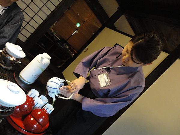 我們的服務小姐淵上麻理說她很喜歡看台灣的偶像劇,尤其是流星花園,看來華流在日本蠻有影響力的