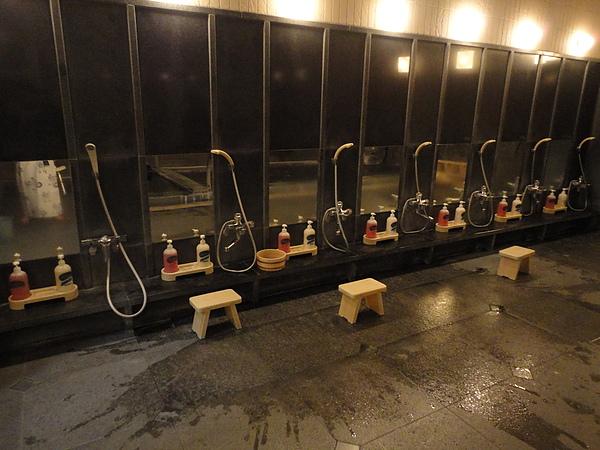 大浴場沖洗處