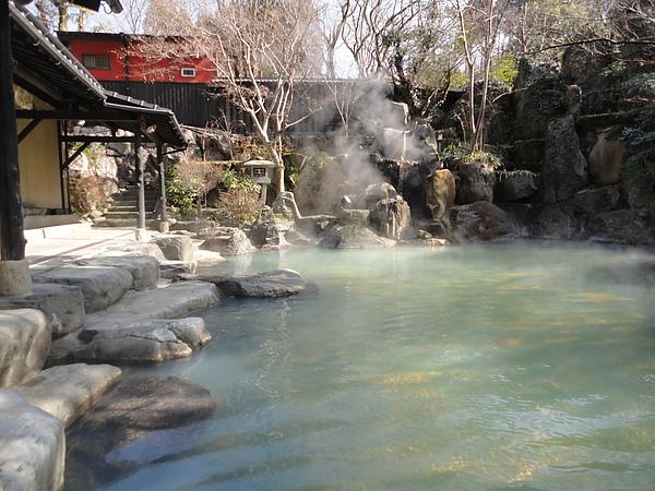 黑川莊的泉質屬於酸性泉