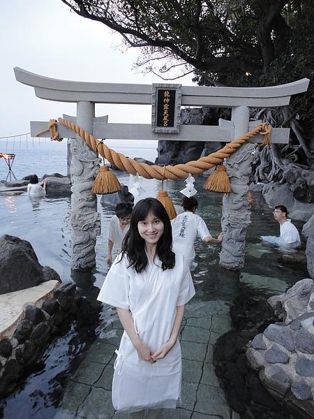 龍神露天風呂是日本少數需穿浴衣浸泡的溫泉