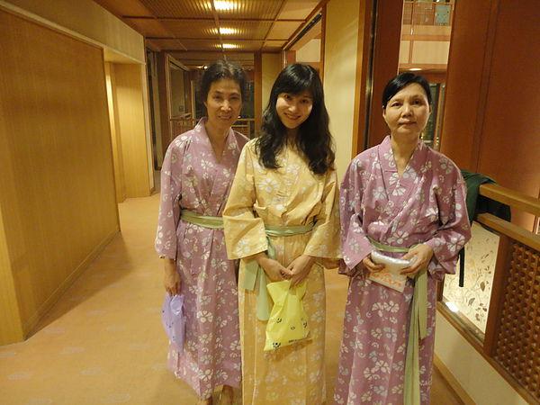 看完鬼劍舞後,我們換上浴衣準備泡湯去,「湯の杜 ホテル志戸平」的浴衣有黃、紫、綠3色可供選擇