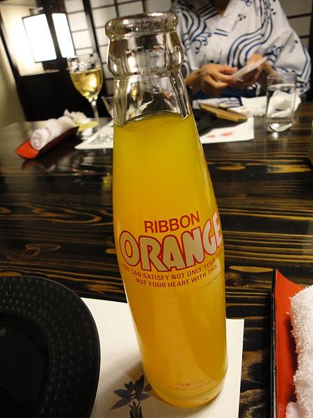 不敢喝酒的我則是加點了柳橙汁