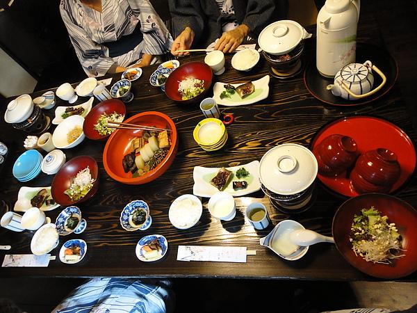 本來以為早餐的量會小一點,沒想到還是滿滿的一桌
