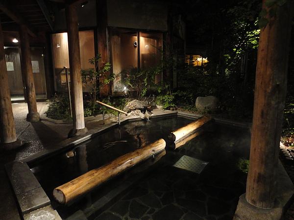 愛真館的招牌浴池「夢枕の湯」,日劇「旅館之嫁」中「加賀美屋」的溫泉場景就是借用愛真館的「夢枕の湯」拍攝的