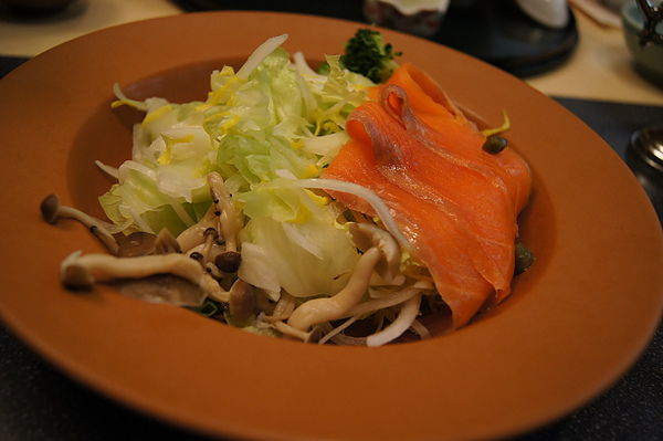 鮭魚菇類沙拉
