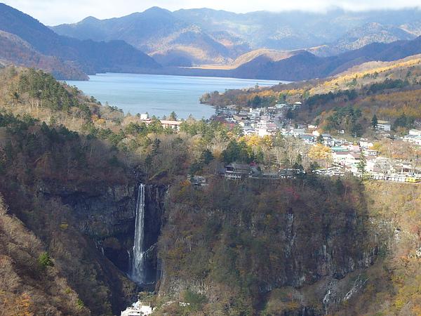融合華嚴瀑布及中禪寺湖美景的明智平展望台被評為日光景觀第一的展望台