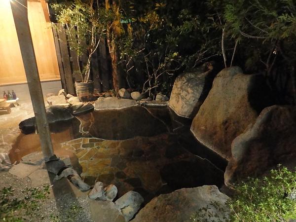 露天風呂中造景最美的「由布の湯」,雖然小巧,不過泡起來還蠻舒服的