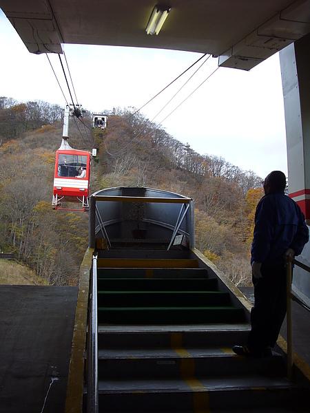 吃飽後我們前往纜車站搭乘纜車