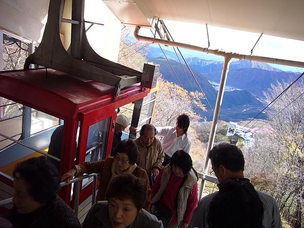 欣賞完展望台美景後我們準備搭乘纜車下山