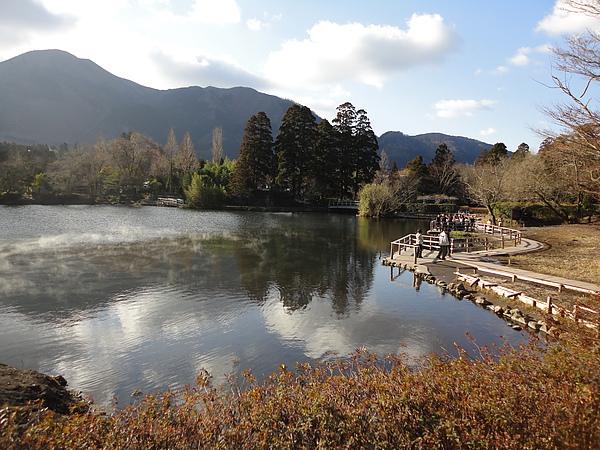 縹緲的霧氣加上寧靜的湖畔,難怪金麟湖會成為湯布院代表性的觀光名勝