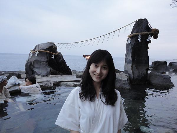雖然古里溫泉旅館林立, 但是龍神露天風呂還是日本人心中最正的海景溫泉之一