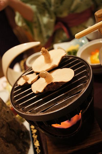 椎茸比起香菇多了一股獨特的香氣,沾點鹽食用滿口生香,難怪椎茸一直是日本人心中的高級食材