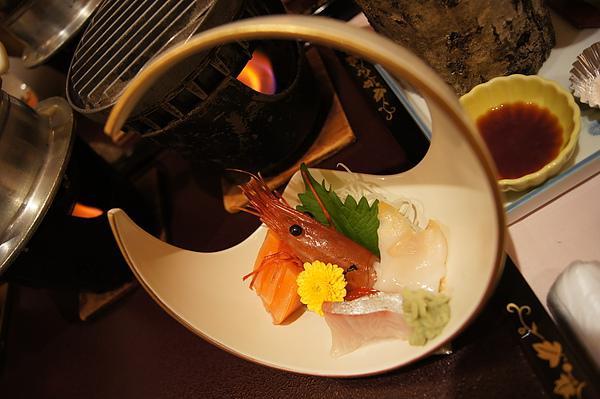綜合生魚片,不論蝦子、貝類、魚片都是新鮮滿點的鮮甜好滋味