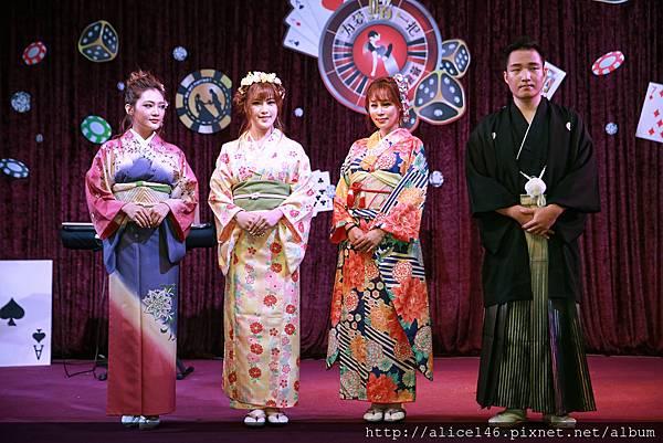 四位模特兒走日式和服秀.jpg