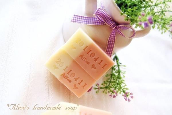 淡粉石泥皂2.jpg