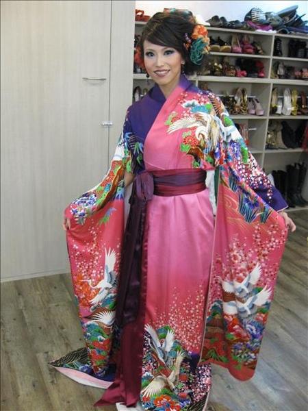 涵瑜的第三套禮服~和服