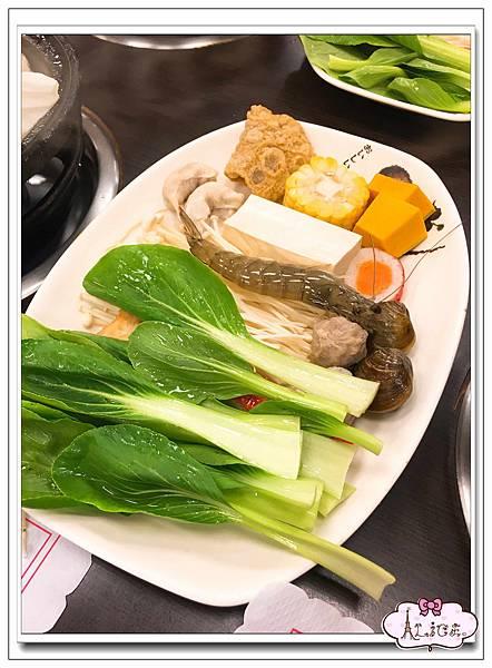 東東火鍋菜盤.jpg