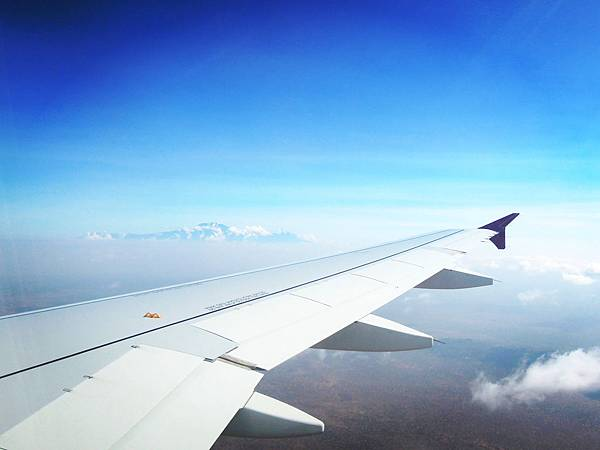 起飛後30MIN 右邊可見吉山,左邊是看梅魯火山_副本
