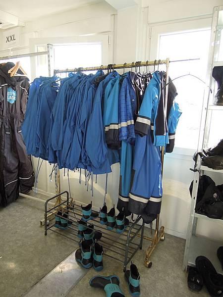 小孩防水鞋套和防水外套.JPG