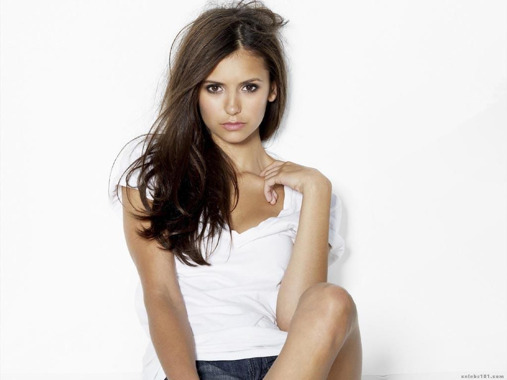Nina_Dobrev_Wallpaper.jpg