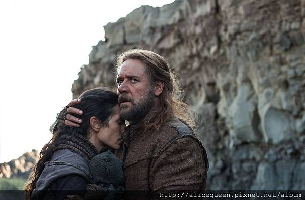 noah-russell-crowe-jennifer-connelly.jpg