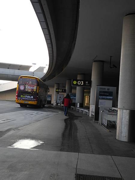 機場外的巴士站
