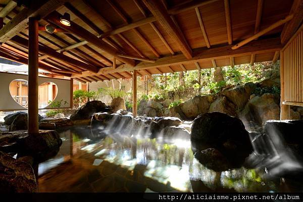 月宮殿 岩風呂.jpg