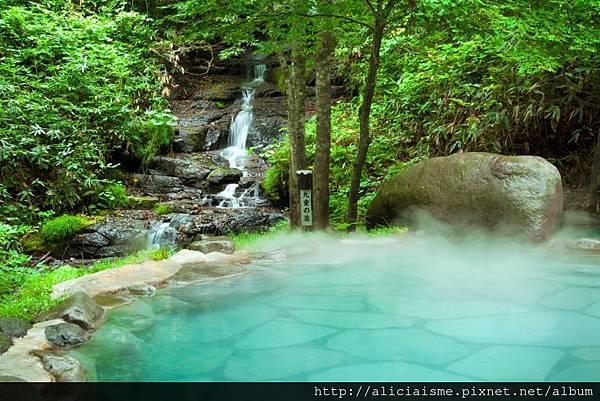 Outdoor_bath_yaekokonoenoyu.jpg