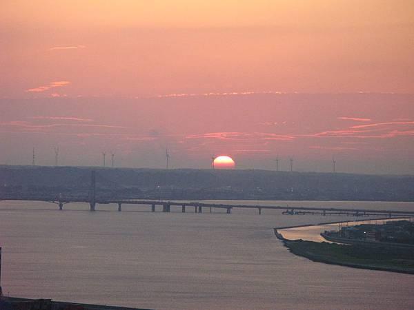 銚子港塔夕陽及利根川及銚子大橋 (35).JPG