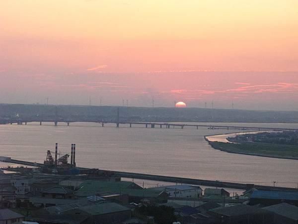 銚子港塔夕陽及利根川及銚子大橋 (36).JPG
