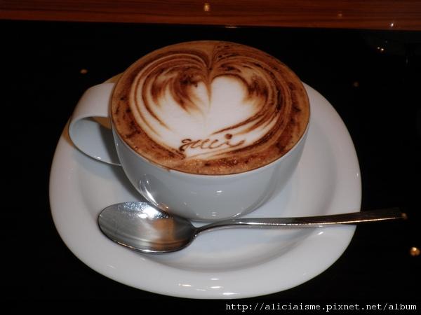 gucci cafe.JPG
