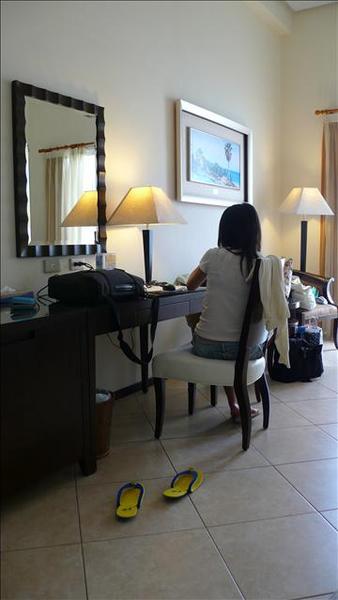 房間與正妹背影