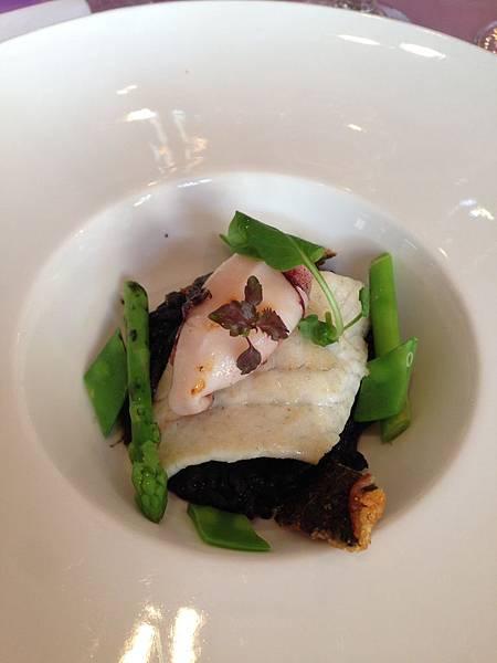 海鮮主餐-乾煎比目魚/墨魚燉飯