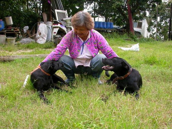 黑皮的小狗們060521 (7).JPG